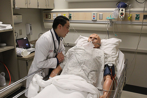 Above: Eau Claire resident Chameng Vang, DO, participates in a simulation lab at the CVTC's Virtual Medical Center (Photo: Mark Gunderman, Communications Specialist, Chippewa Valley Technical College)