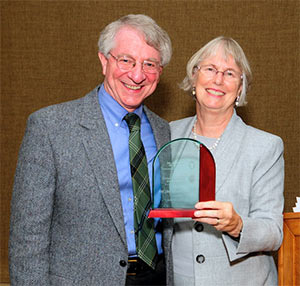 Farley lecturer William Miller, MD, MA, with DFMCH Chair Valerie Gilchrist, MD.